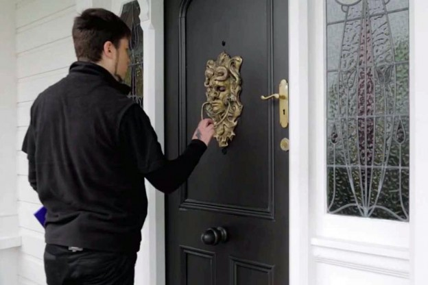 Door knocking is so last century. See how we got rid of them.mp4 20150915 172937.156